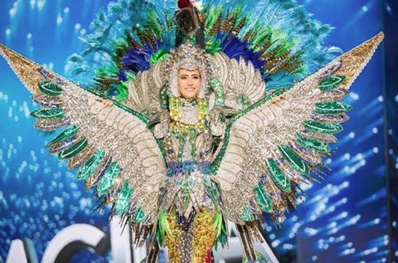 En cada diseño, cada traje... El maravilloso mundo de Neftalí Espinoza
