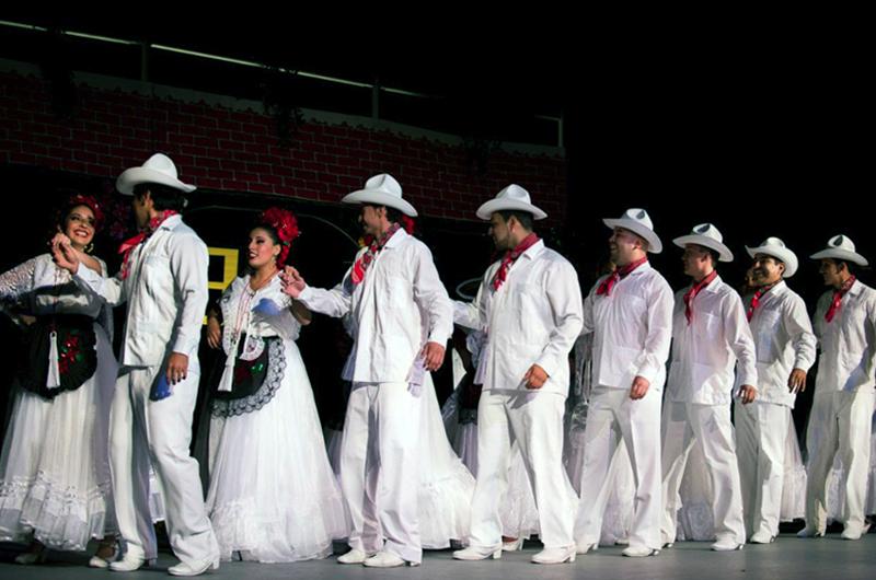 Canadá reconoce la cancha del Estadio Azteca
