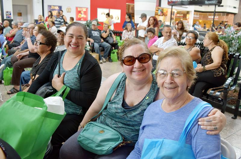 """Segunda celebración: Festejaron a los """"abuelitos"""" en su día"""
