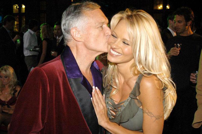 Pamela Anderson agradece a su maestro Hugh Hefner las lecciones de vida
