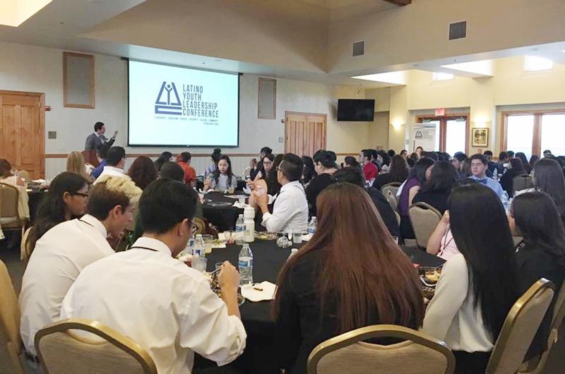 """""""Explorando las posibilidades"""": Clases y talleres para jóvenes latinos"""