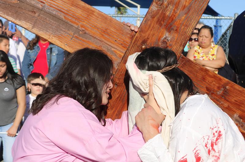 Semana Santa: Celebraron Vía Crucis en la iglesia Santa Ana
