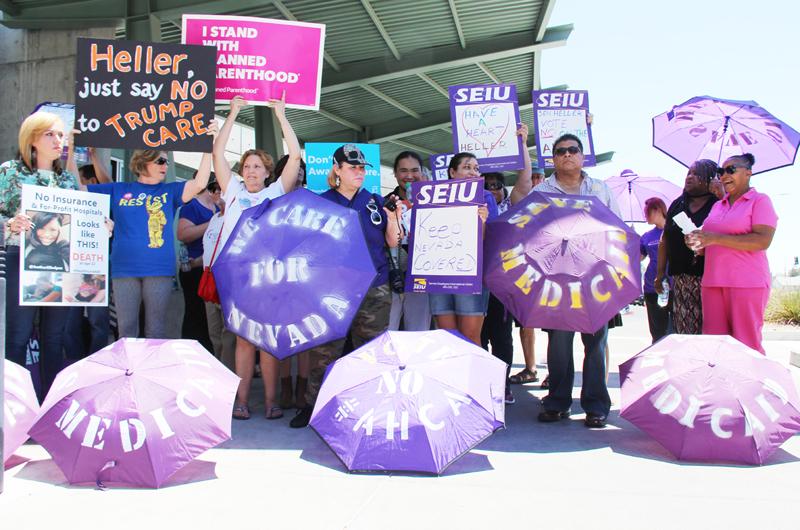 Protestan contra proyecto de ley del Senado que eliminaría Obamacare