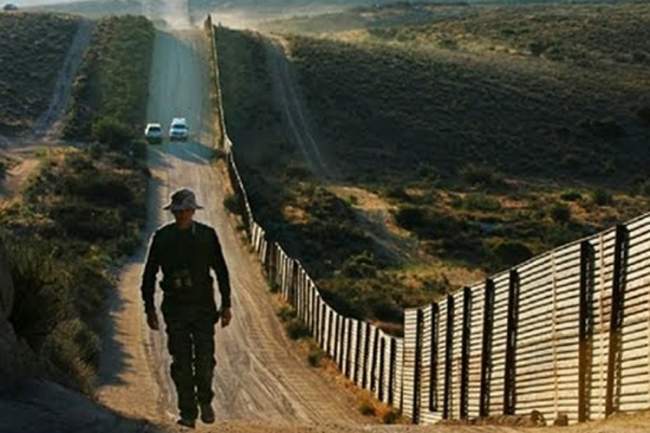 Obispo de El Paso denuncia militarización de frontera con México