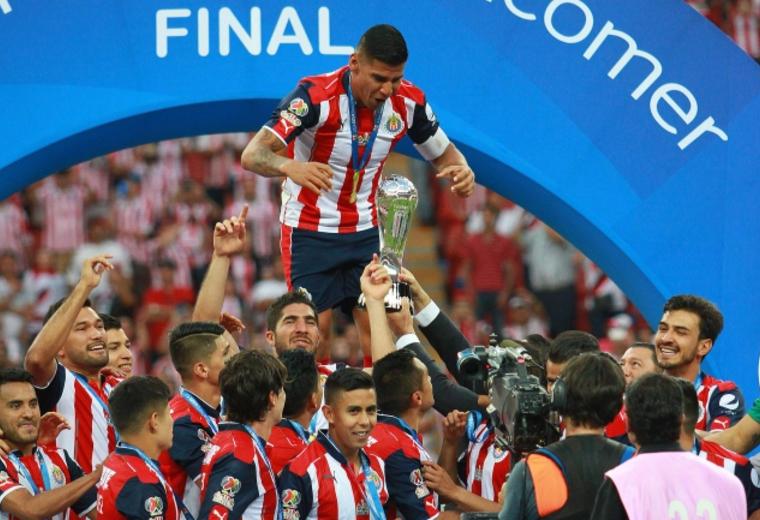Chivas sufre al final, pero se corona campeón del futbol mexicano
